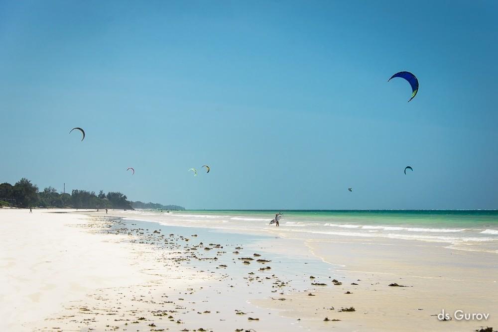 пляж в Кении диани