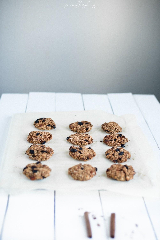 chewy oatmeal cookies Anastasia Gurova | GREEN LIFESTYLE BLOG