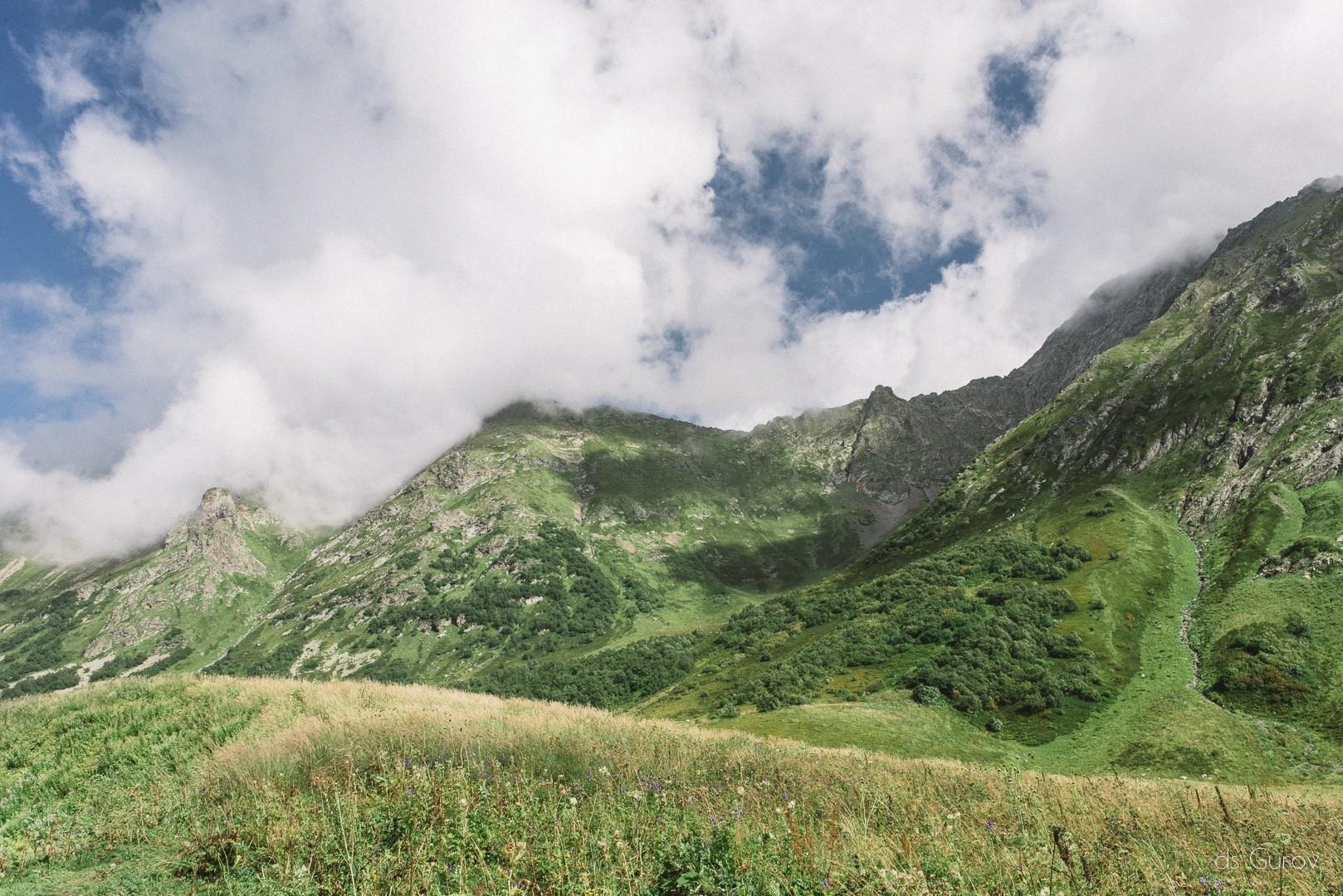 бзерпинский карниз и озеро малое